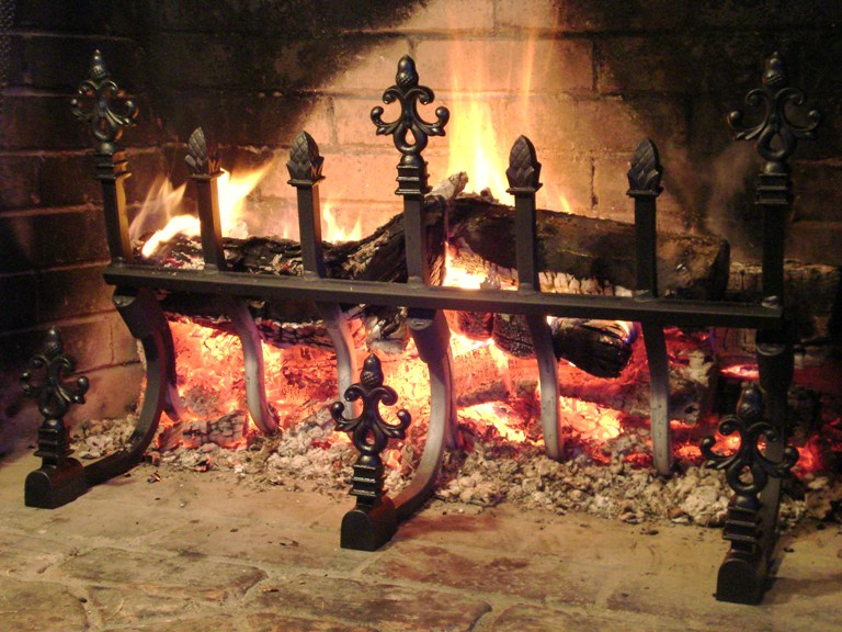 Want cozy fireplaces for this winter? Enjoy the heat without smoke with our revolutionary grates! Check out our selection of Decorative Vertical fireplace grates & order now!